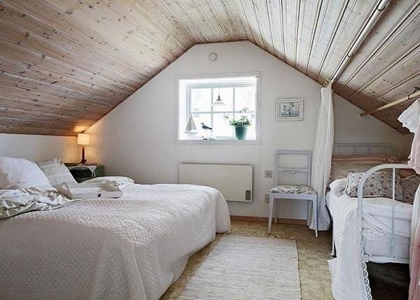 Спальня в мансардной комнате