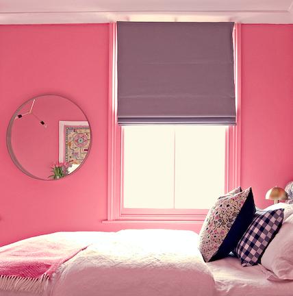 Пыльный розовый в интерьере спальни