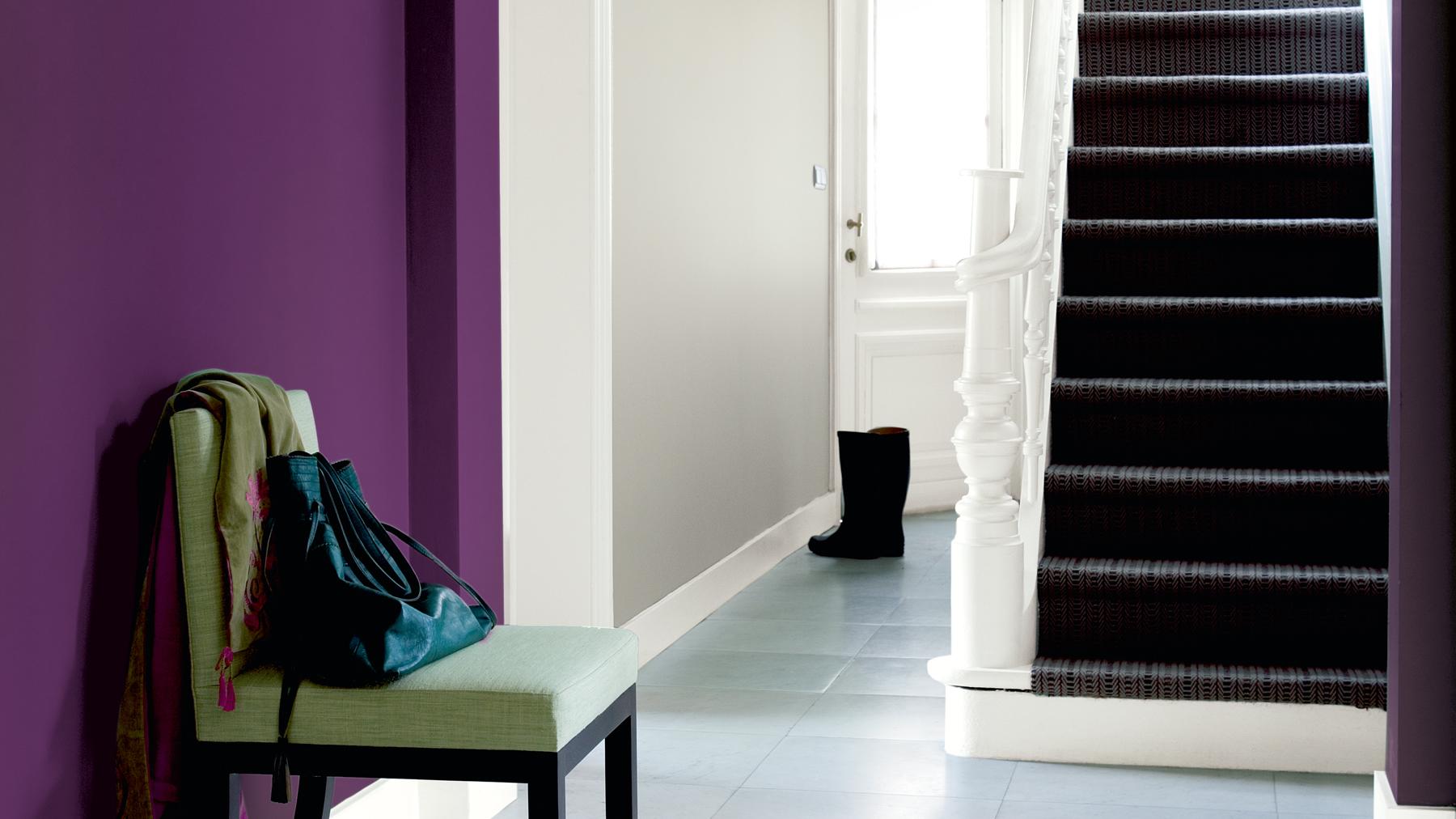 Использование фиолетового в коридоре
