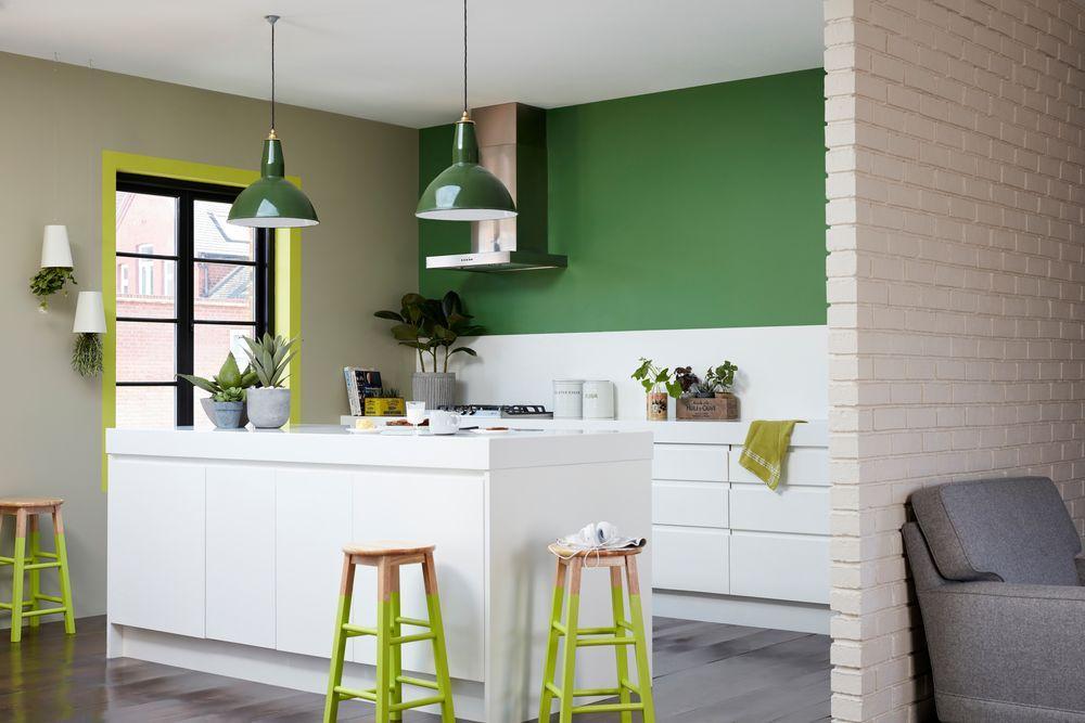 Зеленые оттенки на кухне