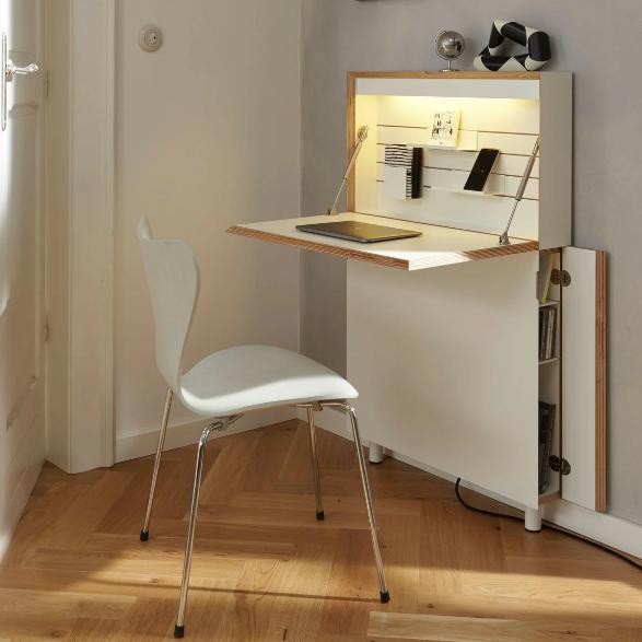Рабочий стол в маленькой квартире