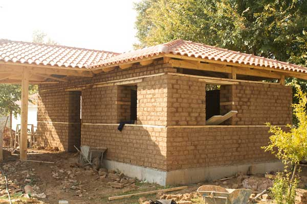 Отделка фасада саманного дома кирпичом